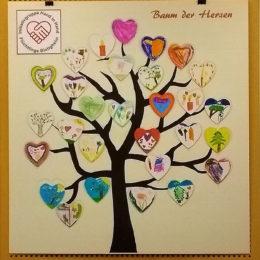 Baum der Herzen. Foto: Gemeinde Bietigheim / Kreativkurs für Flüchtlinge und Einheimische