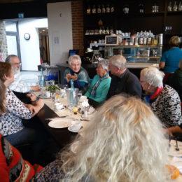 Austausch der Patinnen und Paten beim gemeinsamen Frühstück in der Herrnmühle. Foto: Barbara Heddendorp / Seniorenbüro Hanau